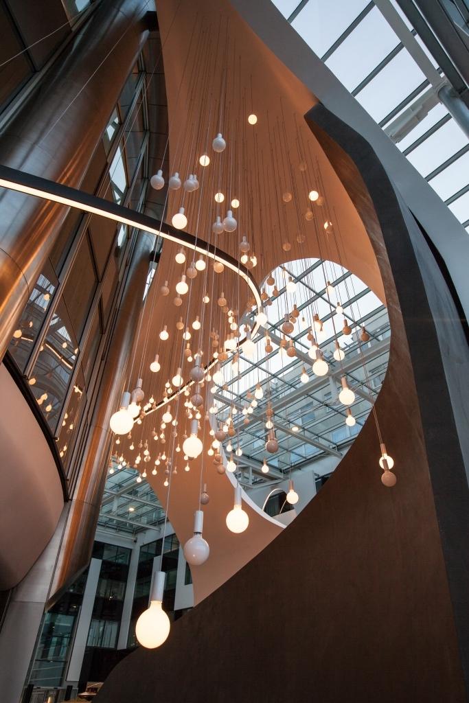 Eingangsbereich im Milleniumtower mit Lampen