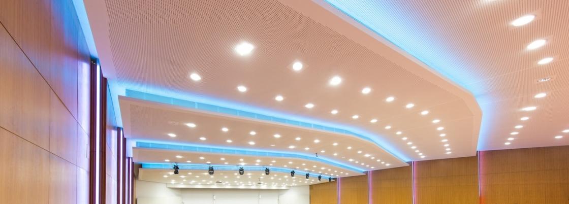 Hörsaal P1 Tu Graz Decke beleuchtet