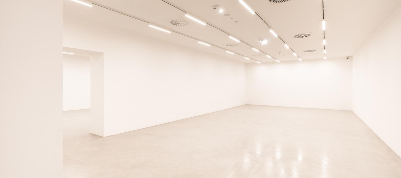 Kunsthalle Krems Halle mit Säulen Weißer Raum