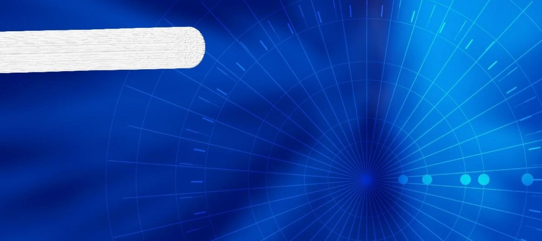 Blauer Hintergrund mit weißer Sprechblase