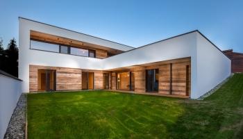 Einfamilienhaus AXAMS, Haus von außen inkl. Garten