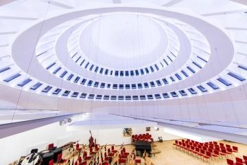 Haus der Musik Ruckenstuhl beleuchtet