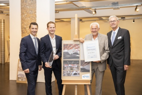 "Gewinner Innovation: Edelsbacher & Staudinger BauGmbH - ""Rotax Maxdome - Kartbahn Linz"""